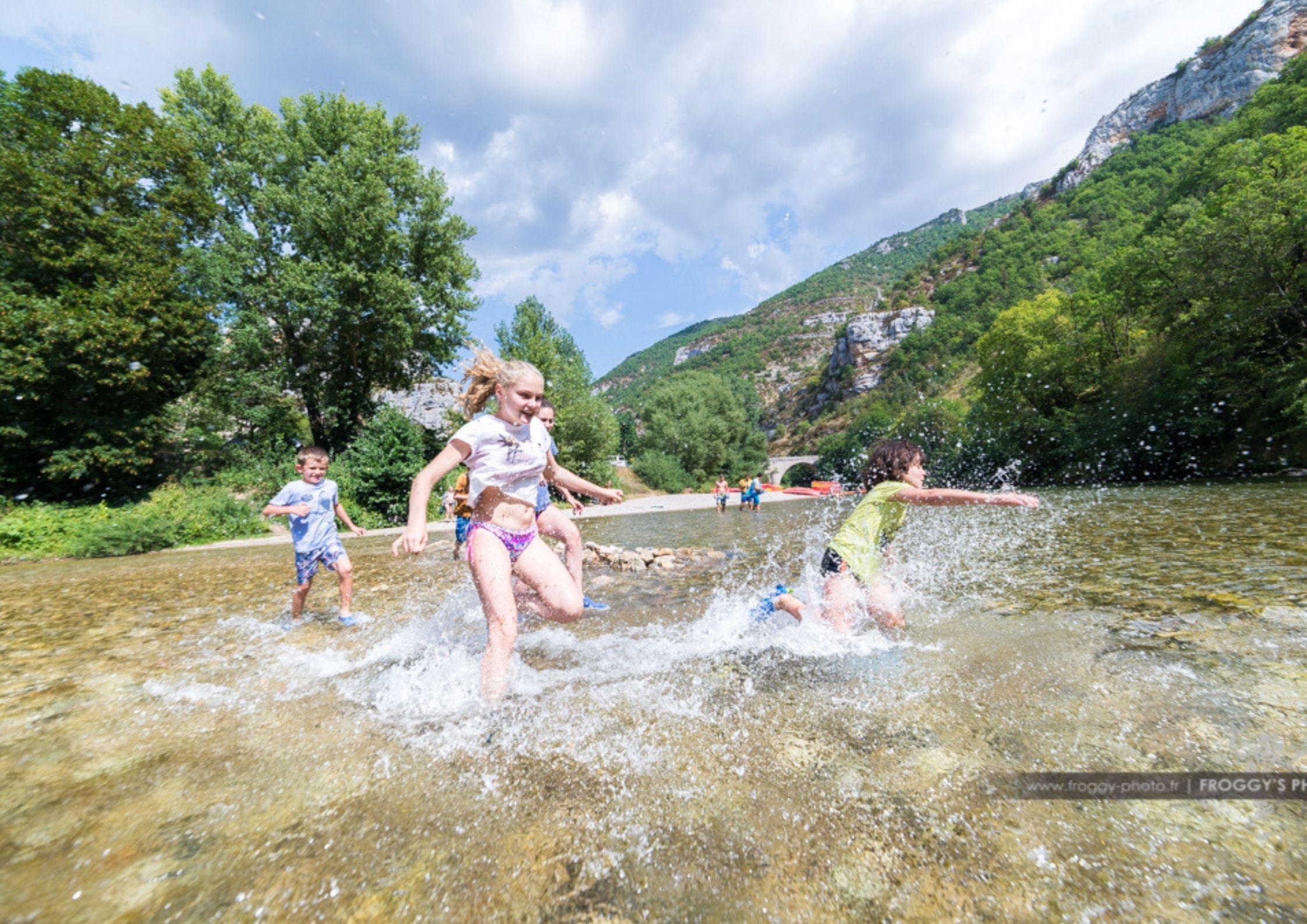 Baignade et farniente dans les Gorges du Tarn à proximité du Camping de Chanac