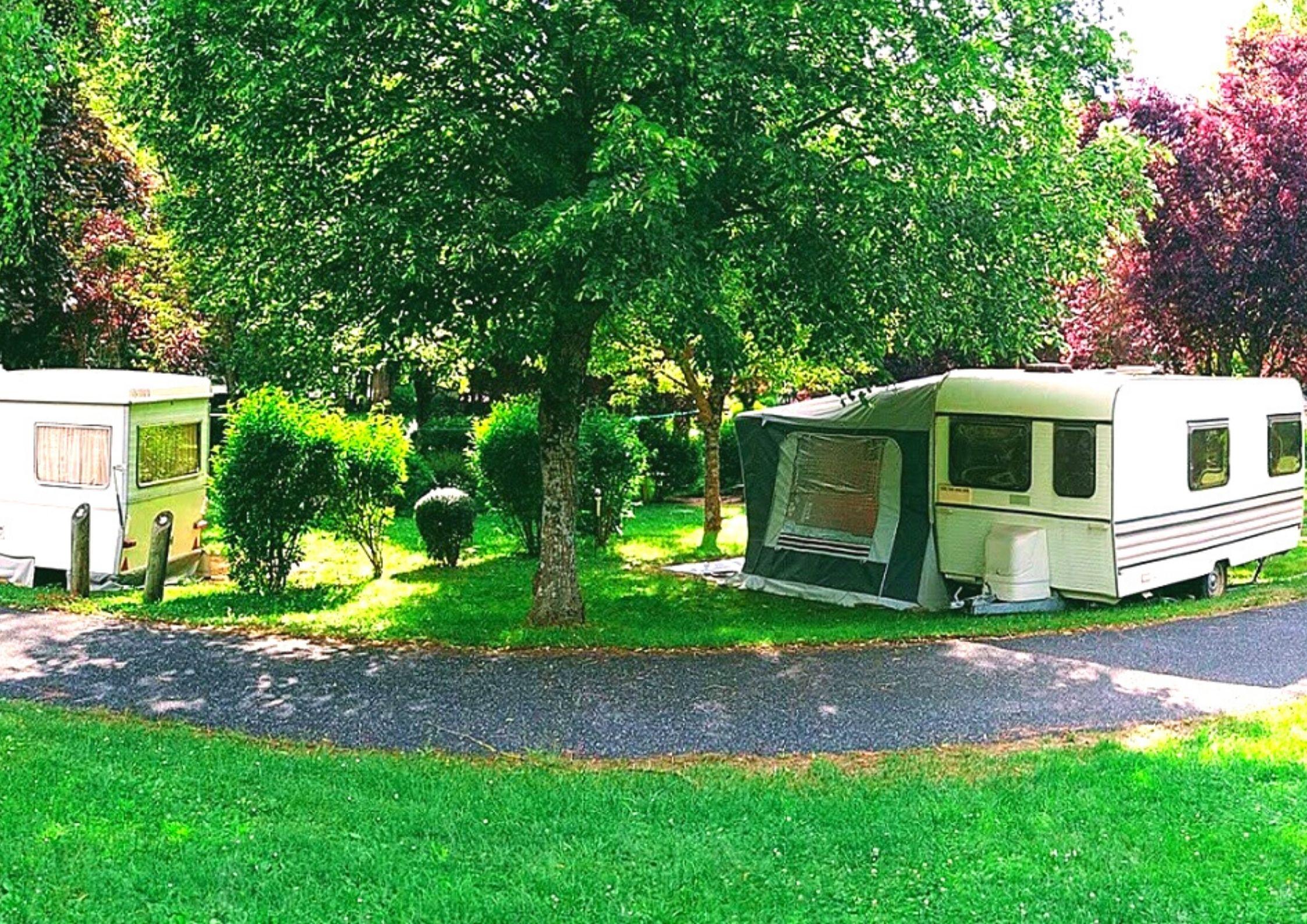 Emplacement du camping de Chanac pour caravane