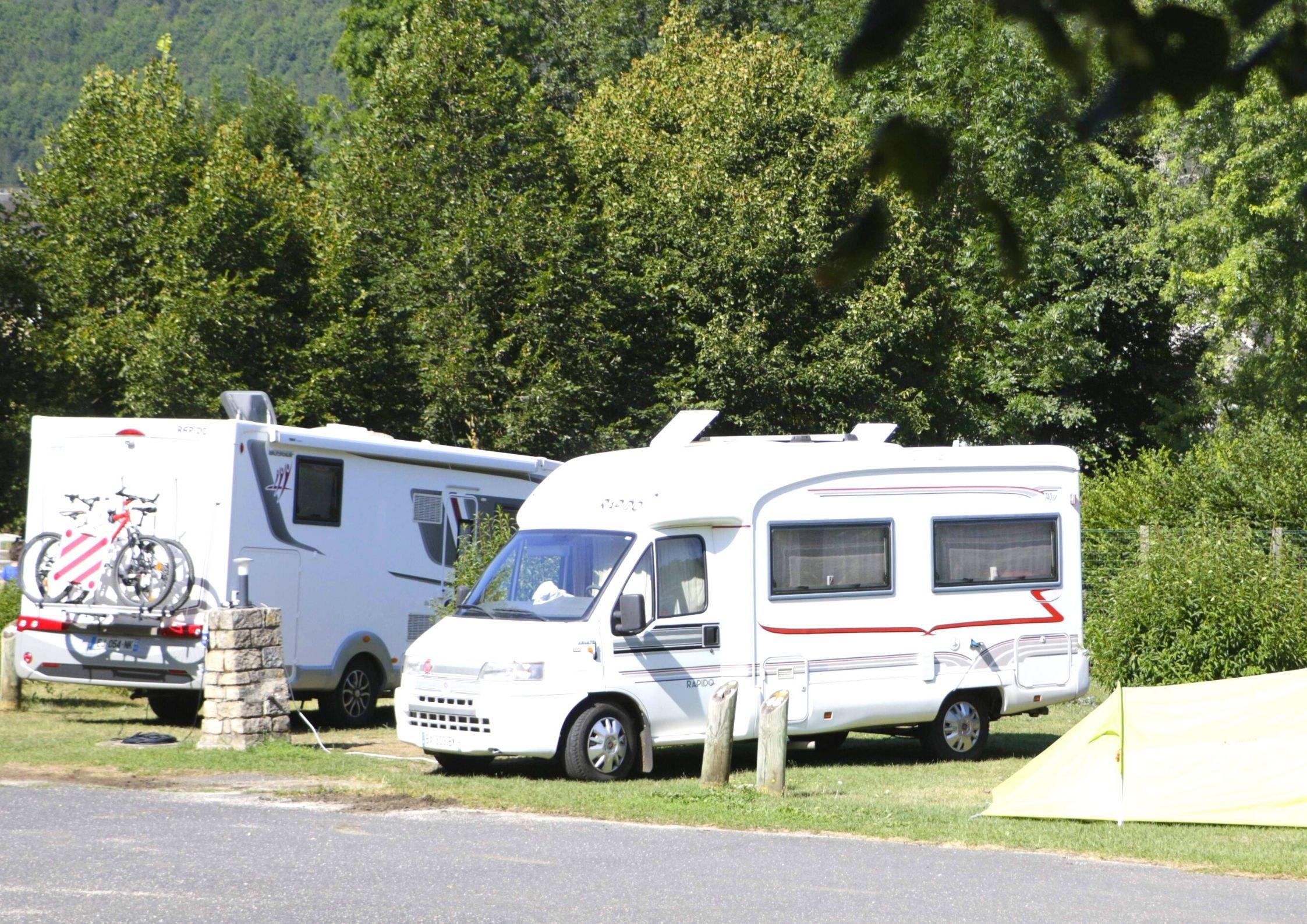 Emplacement du camping de Chanac pour camping-car