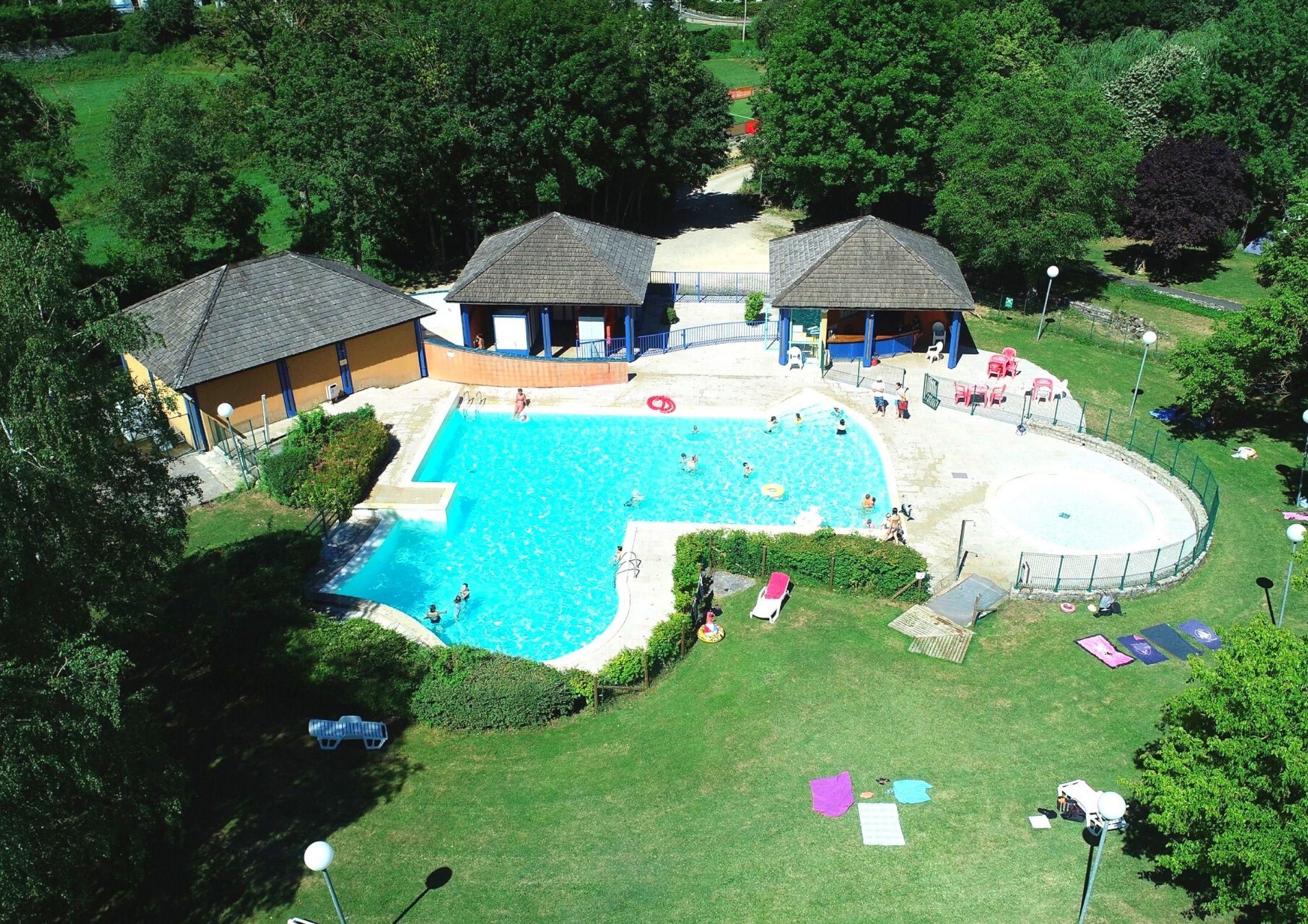 La piscine du Camping de Chanac par vue aérienne