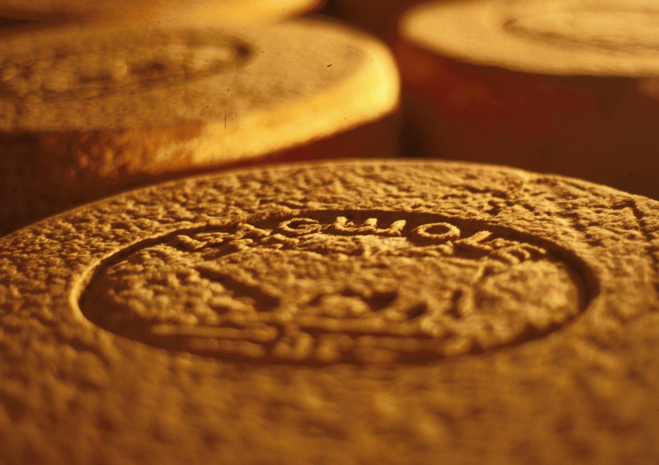 Production de fromage Laguiole AOP à côté de Chanac